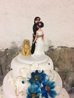 Celebración de matrimonios con exquisita torta