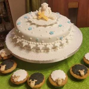 torta-bautizo-oveja-cupcakes